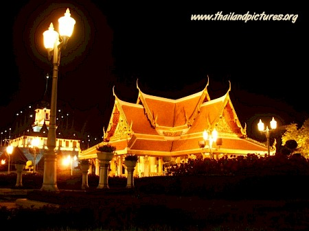A picture from a thai temple at night